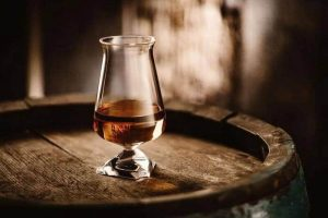 the tuath whiskey glass